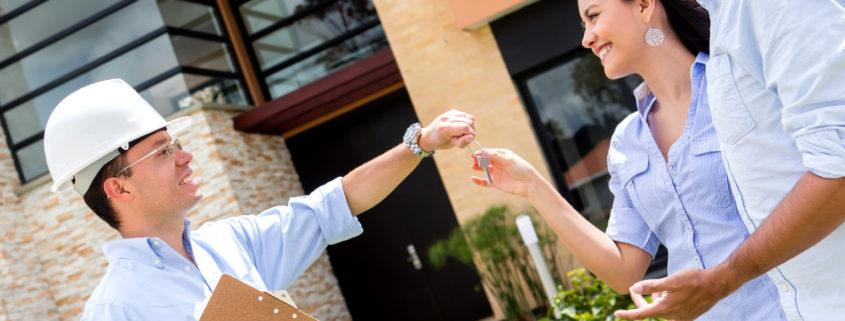architect handling keys to a couple 845x321 1